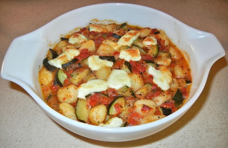 Gnocchi pomodoro, zucchine e mozzarella