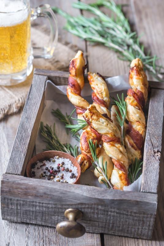 grissini pasta sfoglia pancetta boccale birra