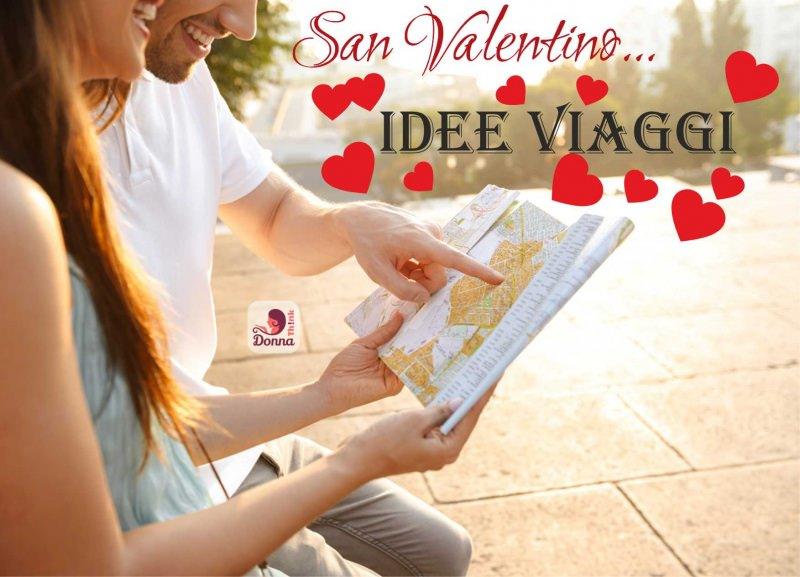 coppia innamorati sorridente guarda cartina idee viaggio san valentino