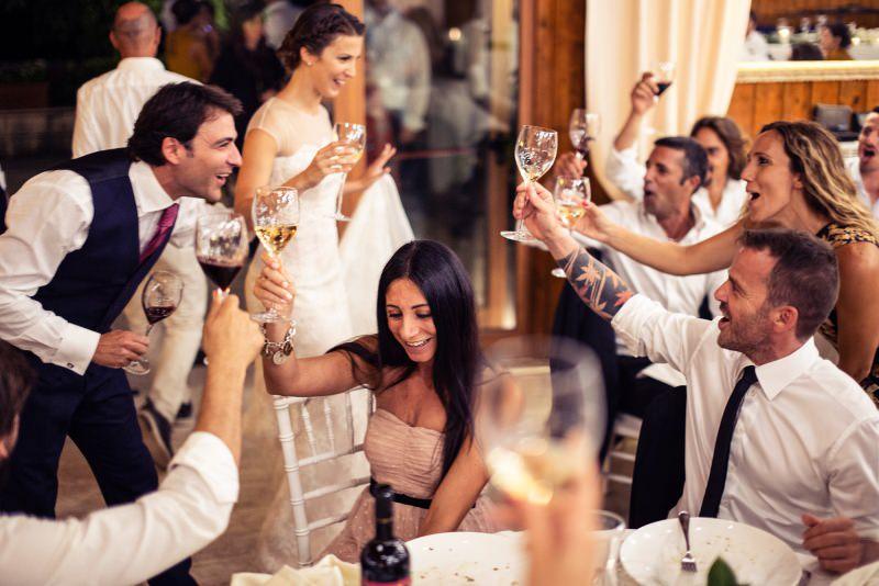 fotografia matrimonio brindisi sposi amici parenti