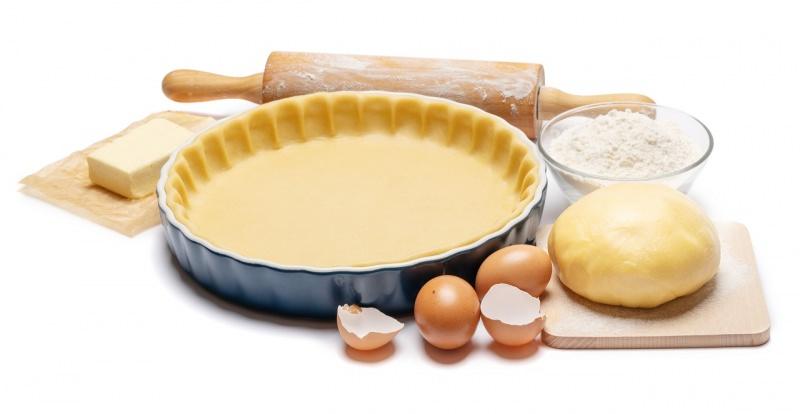 ingredienti crostata stampo matterello burro uova farina preparazione dolce