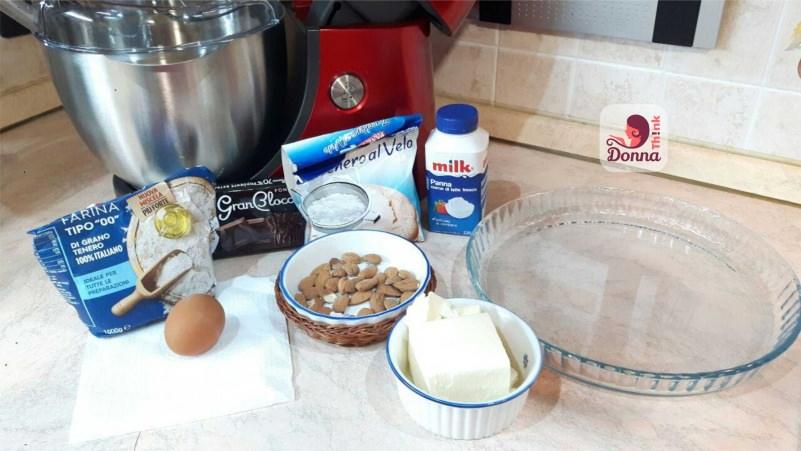 ingredienti crostata con mousse farina 00 cioccolato fondente zucchero a velo uovo mandorle ciotola ceramica burro planetaria