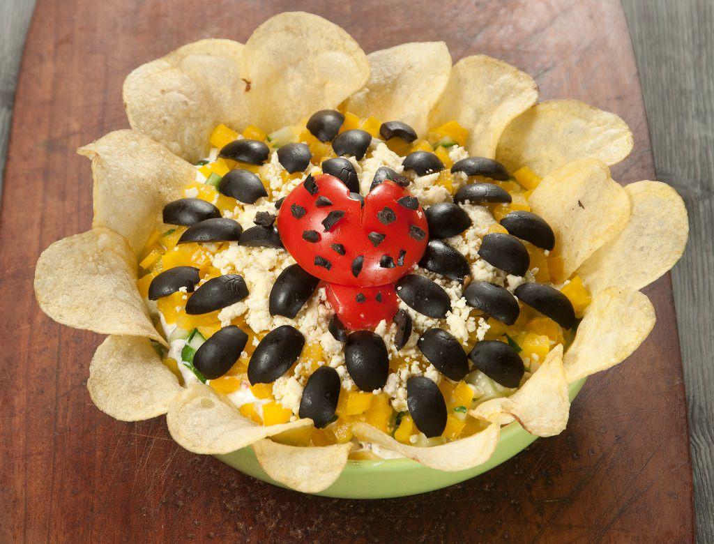 Insalata Girasole Ricetta Antipasto mousse patate tonno olive nere maionese pomodoro coccinella patatine Pringles