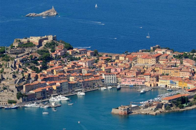 porto isola Elba Portoferraio mare traghetti