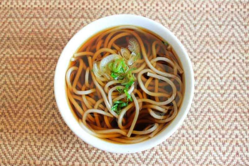 kake soba spaghetti in brodo piatto pronto giapponese