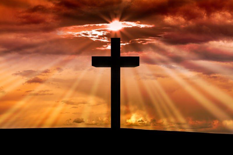 Croce di Gesù luce sole cielo