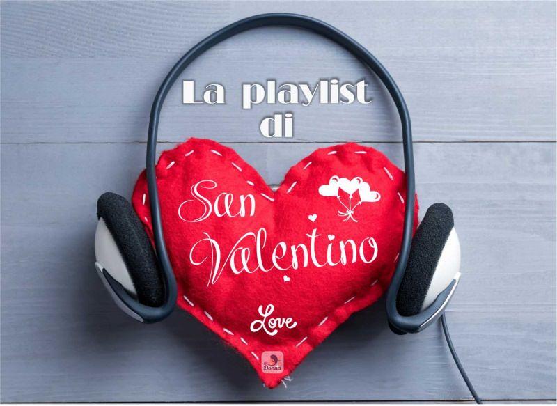 la playlist di san valentino cuore di stoffa rosso scritta cuffie