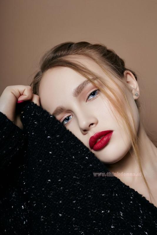 bocca labbra rossetto rosso trucco leggero viso bella donna occhi azzurri