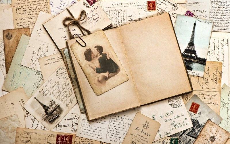 Quale regalo fare per San Valentino per lui e per lei ricordi vintage foto cartoline Parigi Tour Eiffel