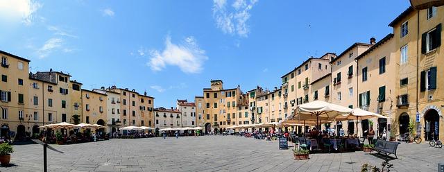 Trip tips   Un weekend d'autunno romantico in Toscana - Parte 2 Lucca Piazza Anfiteatro
