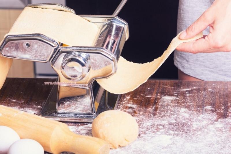 macchina tirapasta sfoglia per ravioli sottile uova matterello