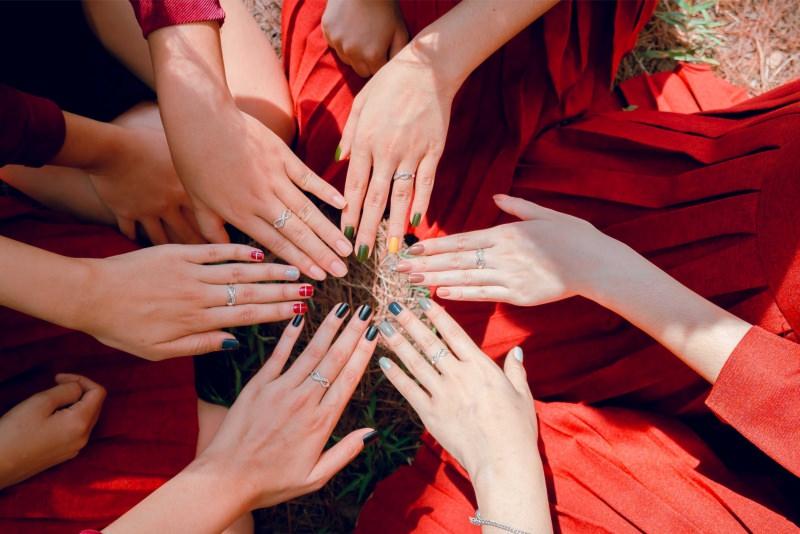 manicure colori smalti mani