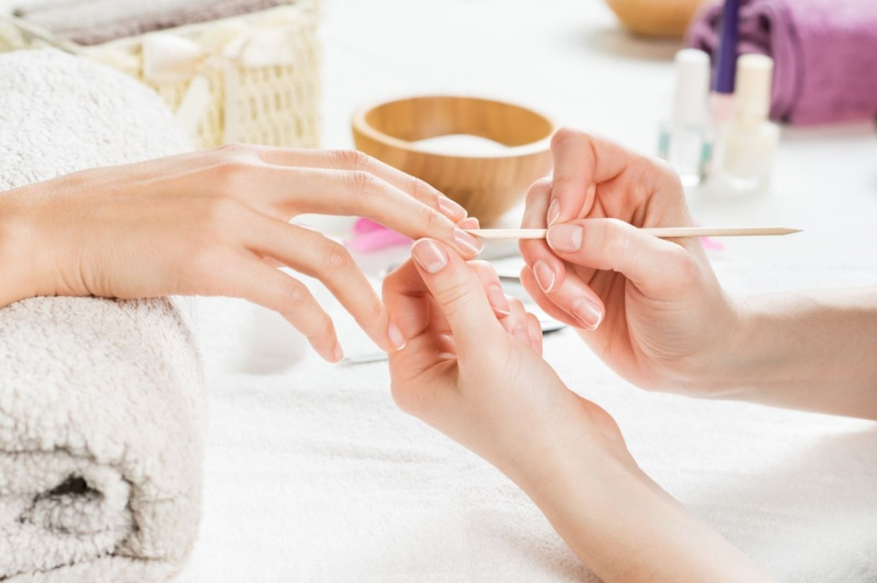 lavoro professionista manicure estetista unghie