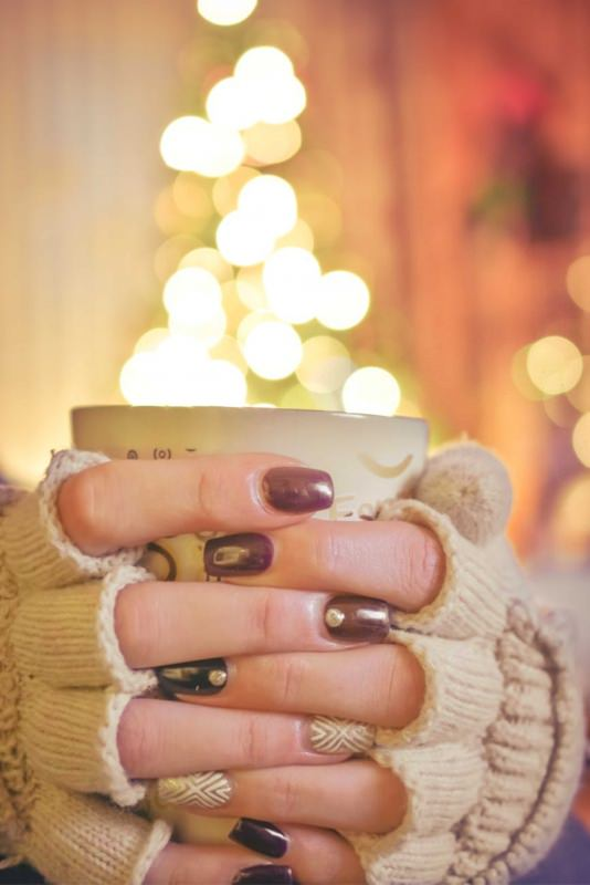 manicure autunno inverno smalto unghie tazza guanti calore