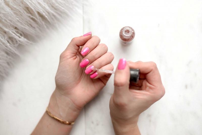 manicure smalto rosa