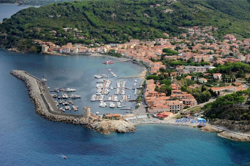 Marciana Marina isola d'Elba mare porto torre