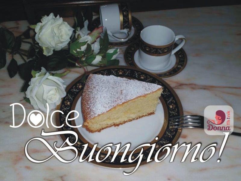 torta margherita ricetta dolce fetta zucchero a velo tazzine caffè piatto bordo oro decoro piano marmo rosa rose bianche