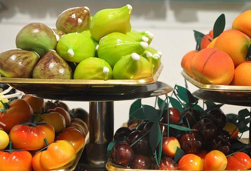 Come fare la frutta martorana ricetta siciliana frutta martorana pasta di mandorle pasta reale fichi ciliegie pomodori albicocche pesche commemorazione morti ognissanti sicilia ricette