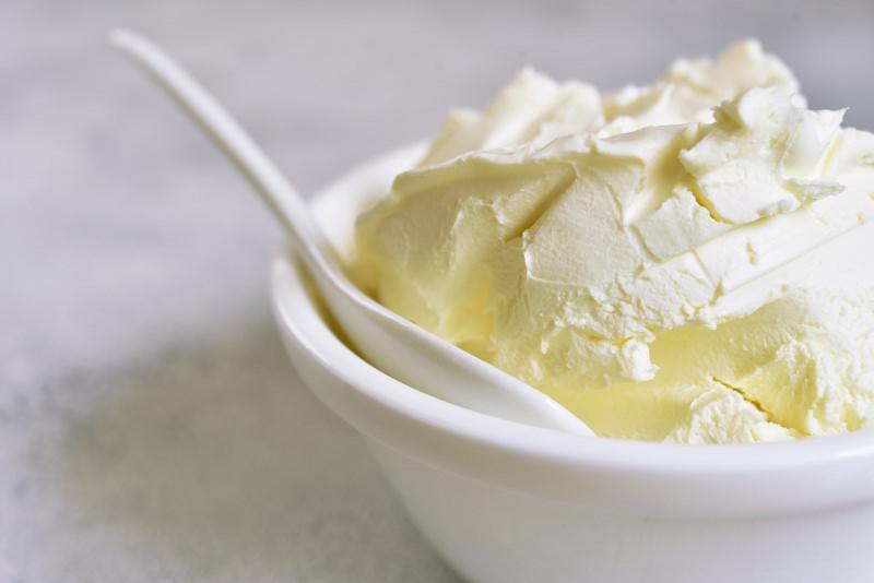 mascarpone crema formaggio ciotola cucchiaio ceramica bianca