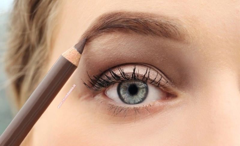 matita marrone taupe sopracciglia donna bionda occhi azzurri