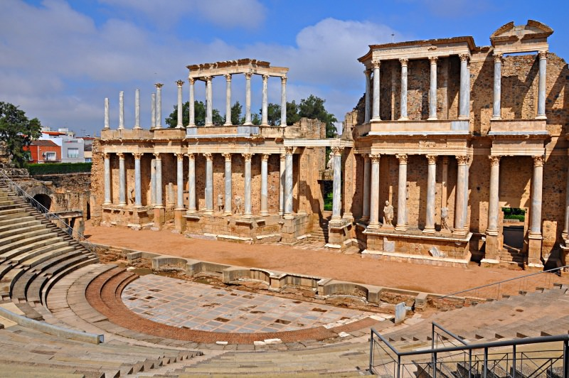 Mérida rovine romane Viaggiare ad aprile, dove andare? Le migliori mete di viaggio per il Ponte di Pasqua.