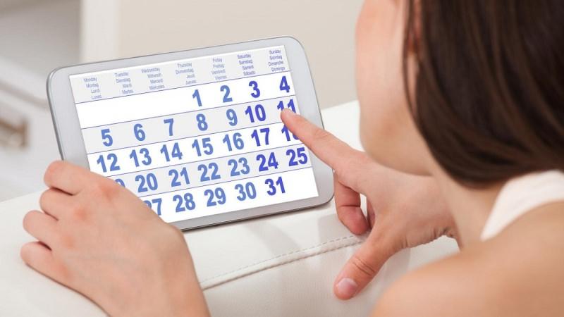 Quali sono le cause delle mestruazioni in anticipo? calendario viso dito donna ciclo mestruale tablet