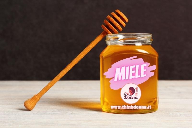 miele barattolo vetro spargimiele legno