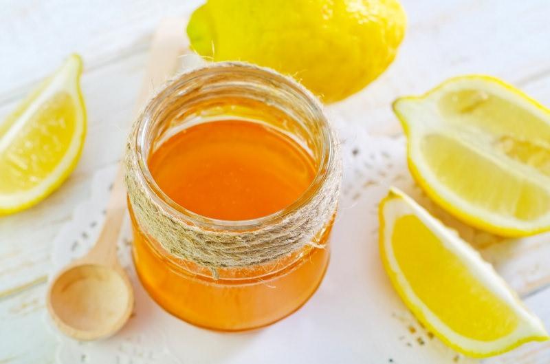 barattolo vetro miele limone cucchiaio legno