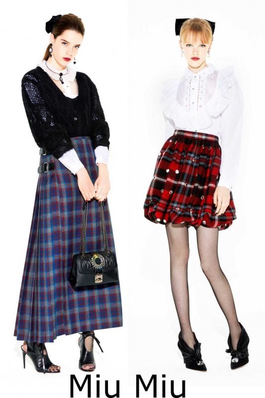 Moda donna cosa comprare per rinnovare il guardaroba autunno inverno Miu Miu gonna pieghe rosso kilt quadri tartan blu maglia lana nero camica bianca