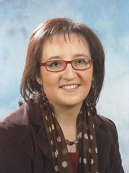 Il mio adorabile nemico di Elisabetta Modena | Biblioteca delle Donne autrice scrittrice occhiali rossi sorriso