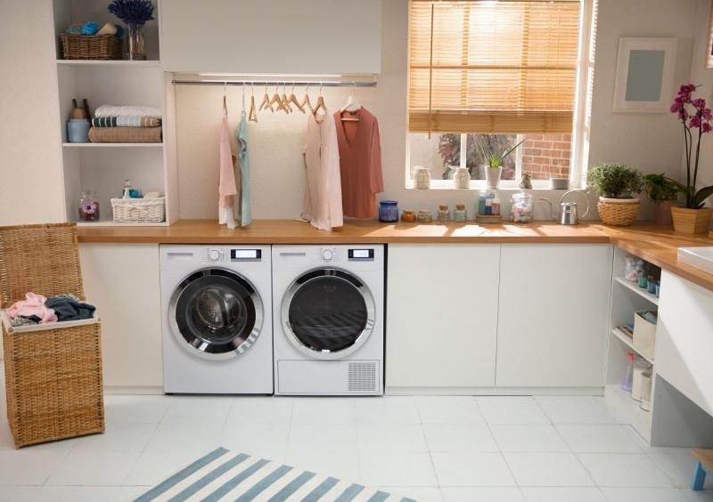 lavanderia accogliente luminosa lavatrice asciugatrice pulizia