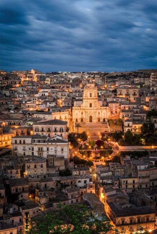 Modica di sera Sicilia