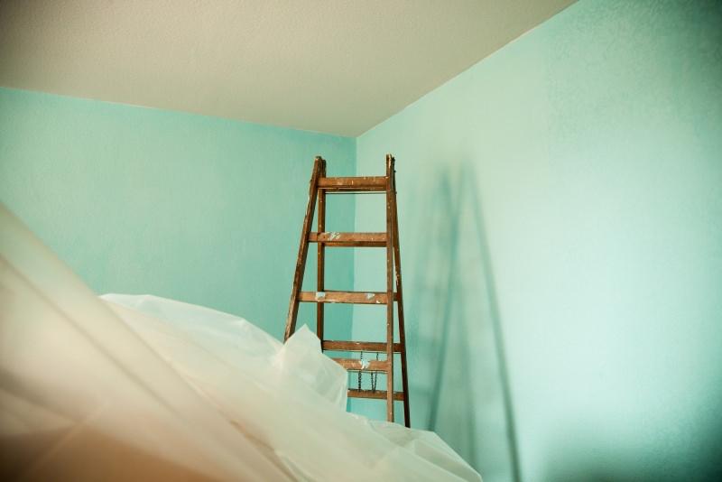 È primavera, cambia colore in casa! Spazio al rinnovo pittura pareti verde acqua scala