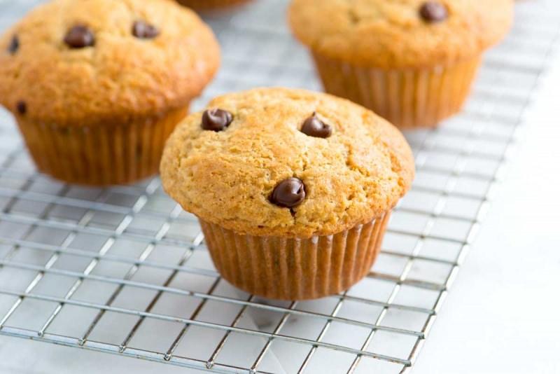 Muffin con gocce di cioccolato ricetta ingredienti dolci da forno