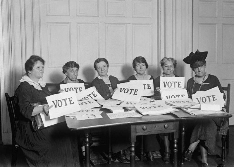 national-league-of-women-voters-cartelli-con-la-scritta-vote-17-settembre