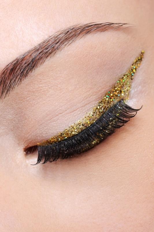 trucco occhio eyeliner oro glitter dorato eyeliner