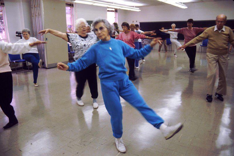 fitness persone anziane palestra esercizi fisici