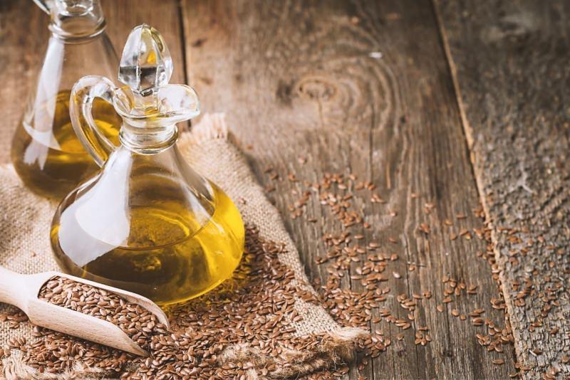 olio e semi di lino bottiglia vetro