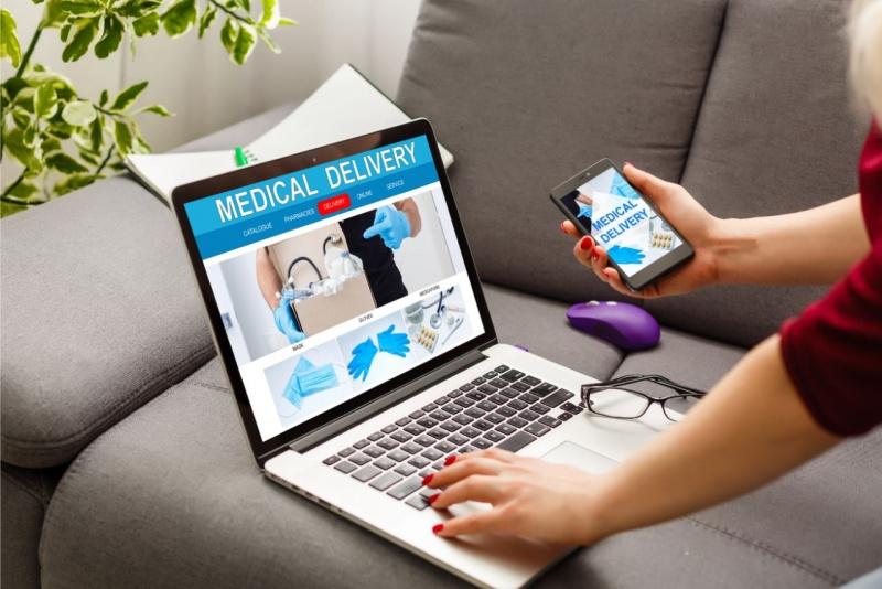 ordinare farmaci online laptop divano carta credito smartphone