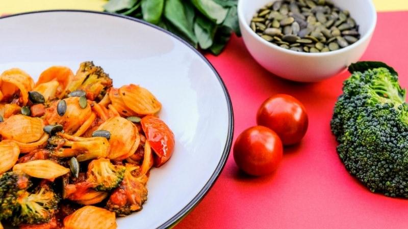 pasta orecchiette broccoli pomodorini ciliegino semi di zucca primo piatto pronto