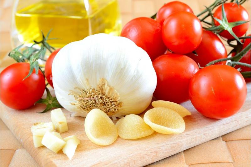 ingredienti ricetta pomodoro aglio orecchiette