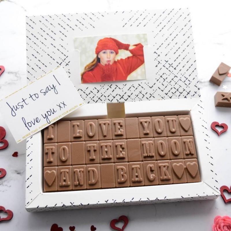 Quale regalo fare per San Valentino per lui e per lei scatola cioccolatini personalizzati cuore foto