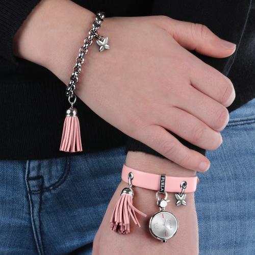Orologi da donna, la moda per l'estate 2018 mani orologio Furla charms nappina rosa ciondolo cinturino pelle jeans
