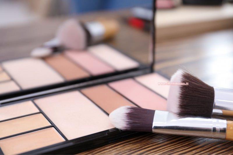 palette makeup nude pennelli specchio trucco