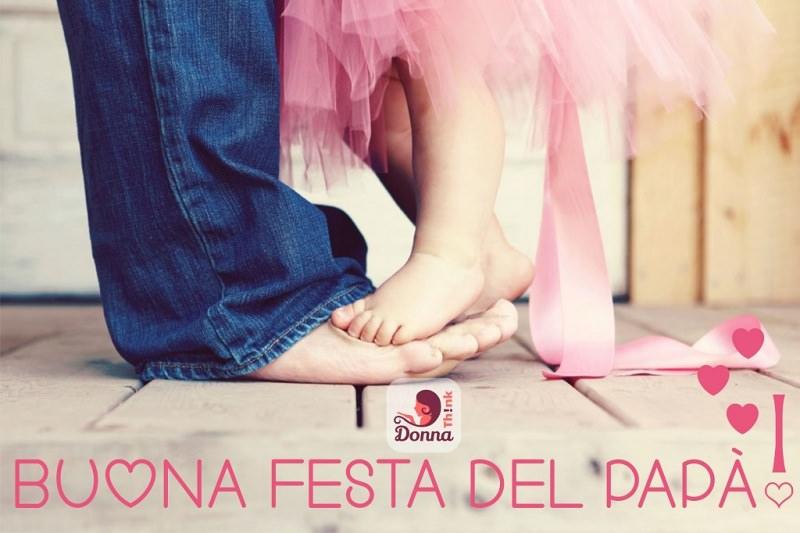 Festa del papà, 5 modi per trascorrere la giornata padre piedi nudi jeans figlia tutu tulle rosa velo nastro raso piedini su quelli di papà scritta buona festa del papà auguri