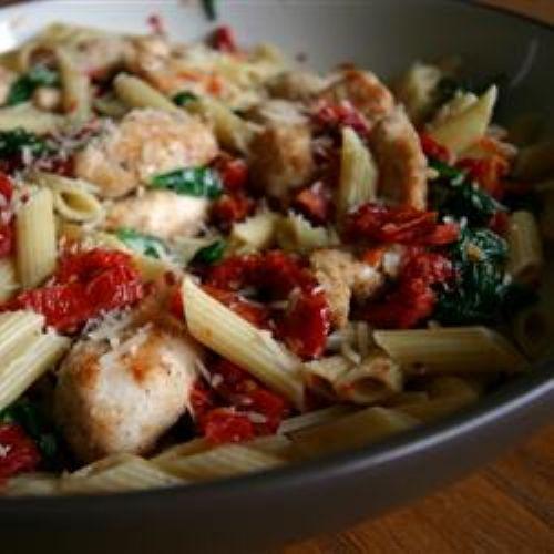 Penne piccanti con pomodori secchi ricetta primo piatto spinaci piatto pornto