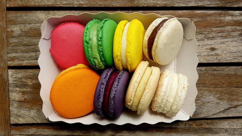 Dolci di Pasqua   I macarons fatti in casa, belli e buoni anche da regalare vassoio