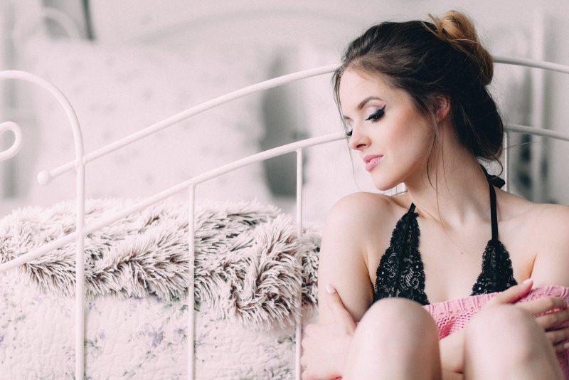 7 consigli di bellezza per essere belle per le Feste di Natale prenditi cura di te bella donna letto