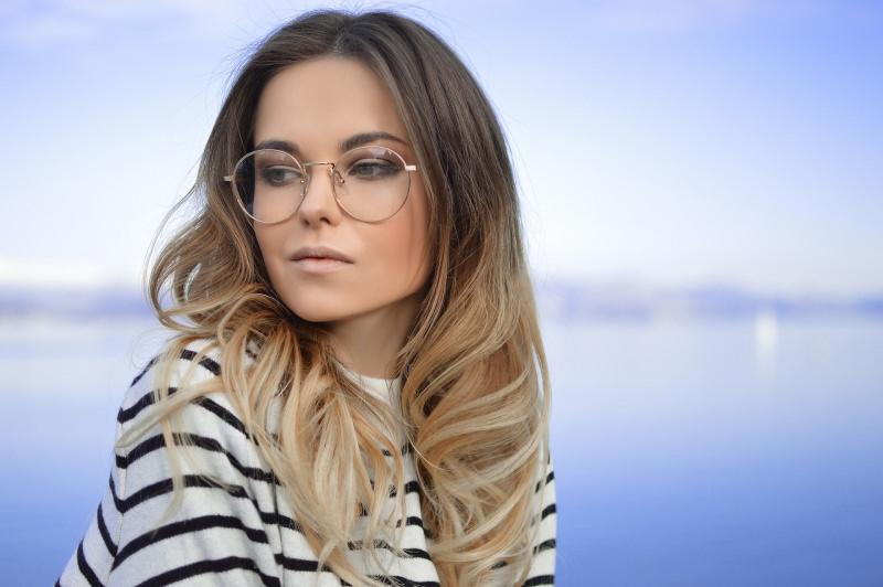 viso donna occhiali da vista mare