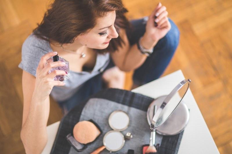Profumi Creed, la storia dei profumi donna cosmetici bottiglia profumo spray